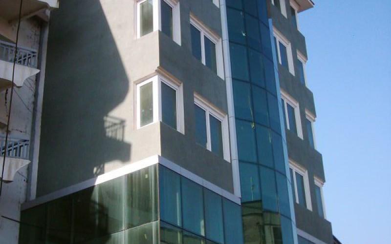 Objekt_Hotelier_e_ndertuar_ne_vitin_2001_.JPG