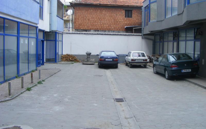 Qendra_Afaristo_Banesore_CENTRUM_e_ndertuar_ne_vitin_2004.JPG