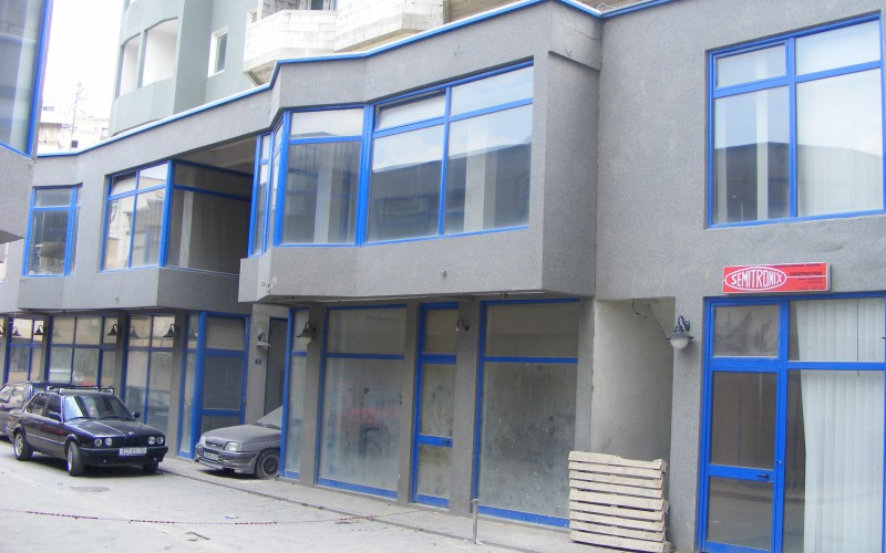 Qendra_Afaristo_Banesore_CENTRUM_e_ndertuar_ne_vitin_2004_.JPG